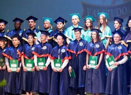 Выпускникам медуниверситета вручили дипломы (ФОТО)