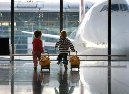 Кабмин поддержал изменения в правила пересечения границы детьми