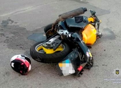 На Горизонте мотоциклист на большой скорости врезался в бордюр (ФОТО)