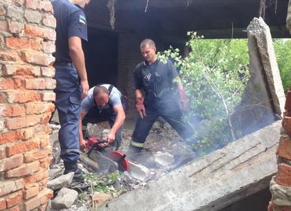 Собирателя металлолома убило обвалившейся плитой в разрушенном здании (ФОТО)