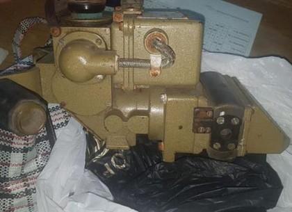 Харьковчанка несла в Россию оптический прибор для танка (ФОТО)