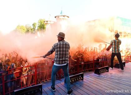 На летнем Холи в парке Горького будут разбрасываться красками: программа праздника