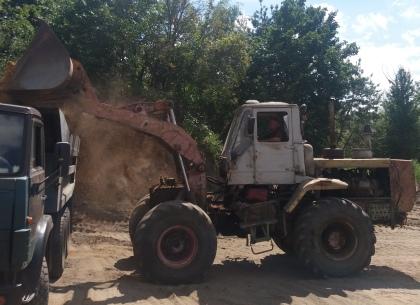 Под Харьковом осужденные помогли местным жителям в борьбе с пожарами (ФОТО)