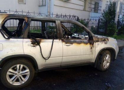 На улице Барабашова сгорел внедорожник