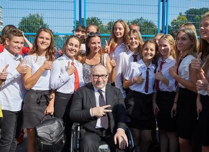 Геннадий Кернес вернулся в родную школу