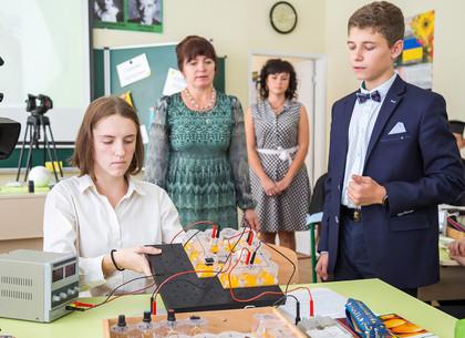В гимназии № 152 открыли современный кабинет физики