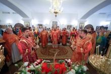 На праздник, в храме за «Зеркальной струей», православные харьковчане молились о мире в Украине (ФОТО)
