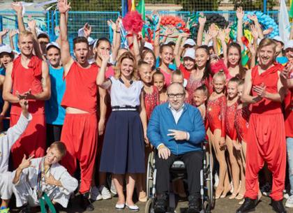 Геннадий Кернес открыл еще один современный многофункциональный школьный стадион (ФОТО)