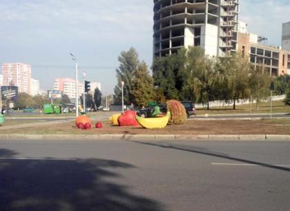 Изуродованный вандалами арт-объект вернули на место (ФОТО)