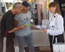 Акция «Нет зарплате в конвертах» и флешмоб от налоговиков на рынках Харьковщины (ФОТО)