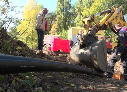 Харьковские коммунальщики ремонтируют систему, подающую воду на Малую  Даниловку