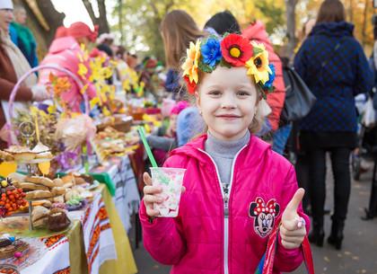 В Новобаварском районе прошла масштабная осенняя ярмарка