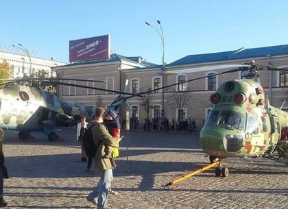 Площадь Свободы в Первой Столице принимает праздничный парад ко Дню защитника Украины