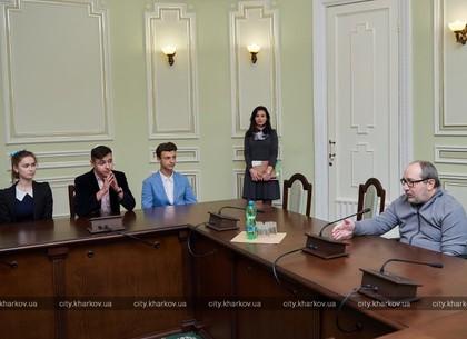 Школьникам-лидерам ученического самоуправления показали городской совет (ФОТО)