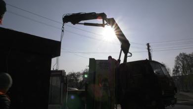 В частном секторе Харькова снесли незаконно установленный киоск