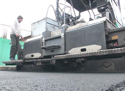 В Харькове активно ремонтируют внутриквартальные дороги