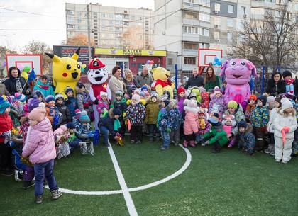 В самом большом детском саду Новобаварского района открыли современную спортивную площадку и бассейн