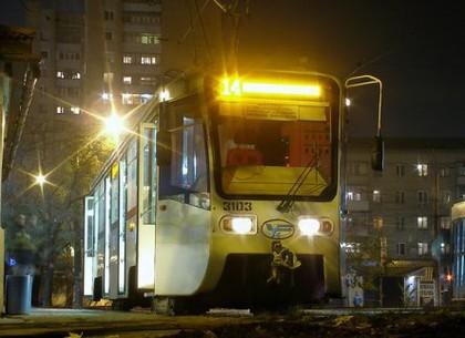 Метрополитен временно продлевает время работы. От ЮЖД организованы спецподачи трамвая