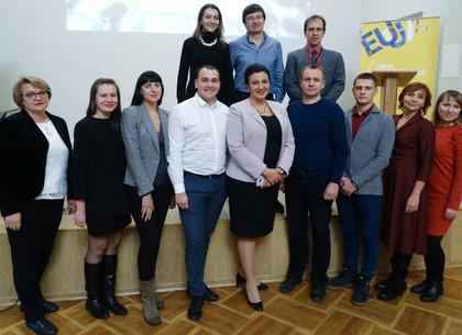 В Киеве наградили харьковчанина-победителя конкурса журналистских материалов по евроинтеграционной тематике