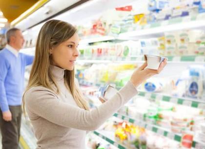 Чтобы защититься, харьковчан призывают внимательнее читать в супермаркетах