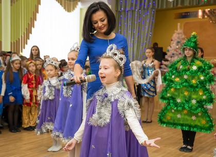 Школьники Холодногорского района получили сладкие подарки от мэра