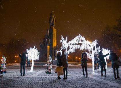 Как украсили площадку перед памятником Шевченко