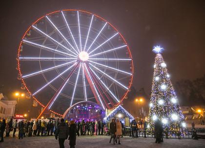В парке Горького открыли новогоднюю елку