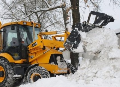 В Харькове продолжается уборка снега
