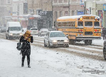 Синоптики объявляют штормовое предупреждение в Харькове