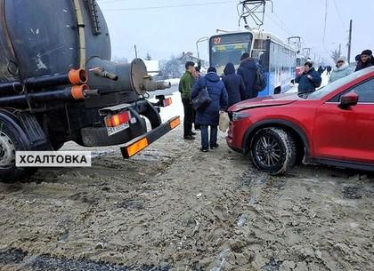 ДТП на трамвайных путях изменило трафик на Салтовке