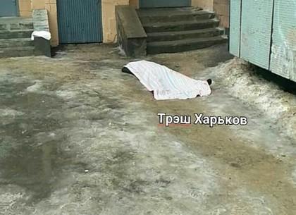 Неизвестная женщина выпала из окна на Новых Домах (ФОТО)