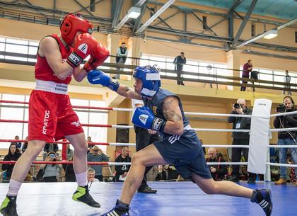 На ХТЗ прошли соревнования по женскому боксу