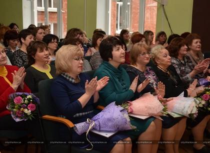 В Киевском районе поздравили учителей с 8 Марта