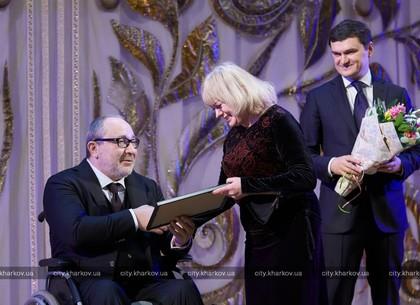 Геннадий Кернес наградил женщин Шевченковского района к 8 Марта (ФОТО)