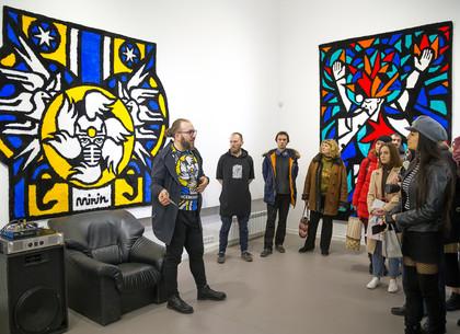 В Муниципальной галерее показали инсталляции и мягкие объекты Романа Минина