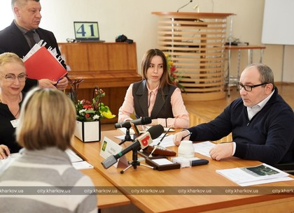 Геннадий Кернес провел личный прием медиков Киевского района (ФОТО)