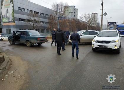 ДТП: неосмотрительный водила другому помешал и в аварию попал (ФОТО)