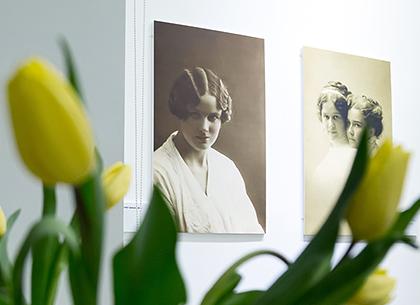 Выставка винтажных женских фотопортретов открылась в Муниципальной галерее