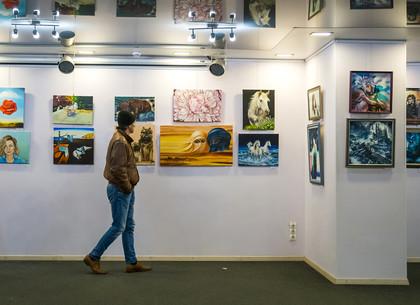 От гиперреализма до аниме - в Харькове проходит выставка картин учеников известной художницы