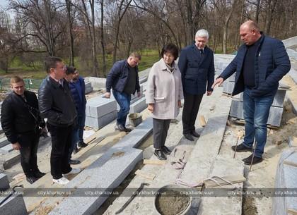 Игорь Терехов ознакомился с ходом работ по реконструкции сада имени Шевченко (ВИДЕО)