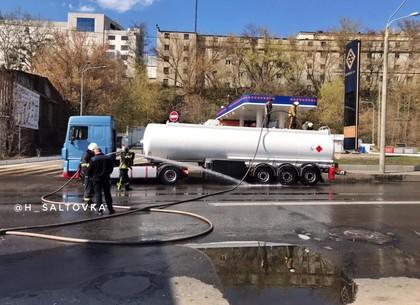 ЧП: море топлива на Шевченко (ФОТО, Обновлено)