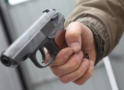Выгнанный вооруженный любовник взял в заложники старушку, ограбив на 19 000 гривен