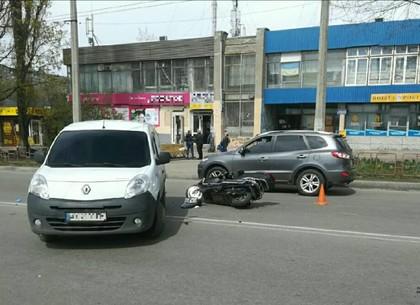 ДТП перед ЗАГСОМ: жесткая встреча авто и скутера (ФОТО)