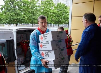 Александр Гвоздик передал памперсы перинатальному центру (ФОТО)