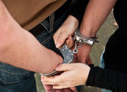 Подростки, едва не убившие прохожего, взяты  под стражу