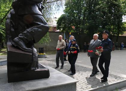 У харьковского Памятника пожарному на верность народу Украины присягнули новые огнеборцы   (ФОТО)