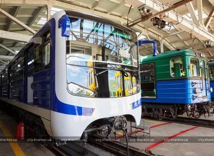 Геннадий Кернес осмотрел новый поезд метро (ФОТО)