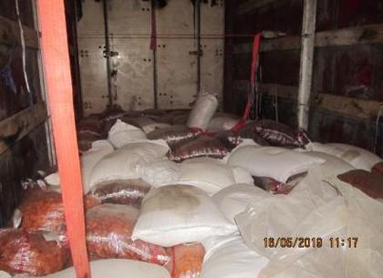 Вместо риса и кураги в Харьков везли тонну насвая