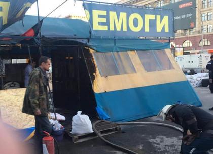 В Харькове очередной раз горела волонтерская палатка (ФОТО, ВИДЕО)