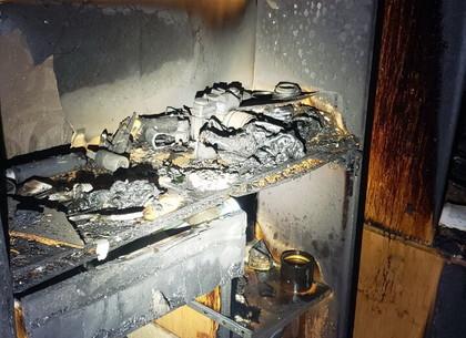 Пожар на Салтовке: соседей выводили из задымленного подъезда